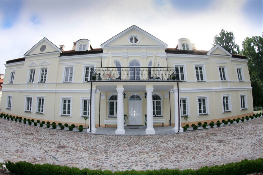 Sobienie Królewskie Golf & Country Club